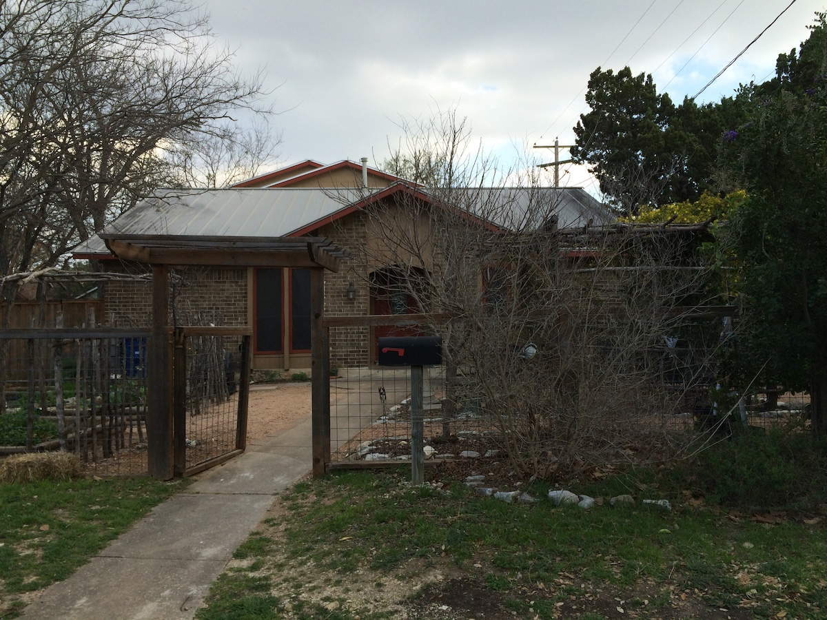 Cool 5 BR/3 BA in Central Austin