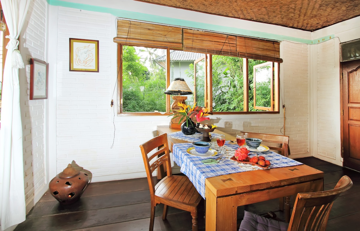 Dining and working area - large tropical wood slab, Teak wood armchairs -  Great Wifi