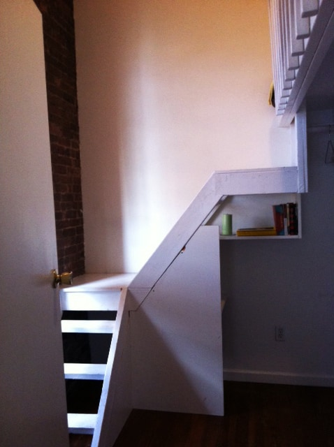 Cozy loft bed in Lower East Side!