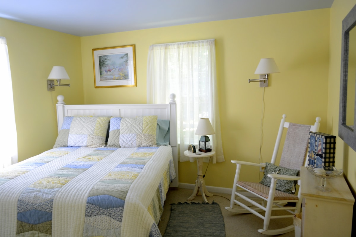 Welcome to the queen bed room -- newly refreshed in 2012