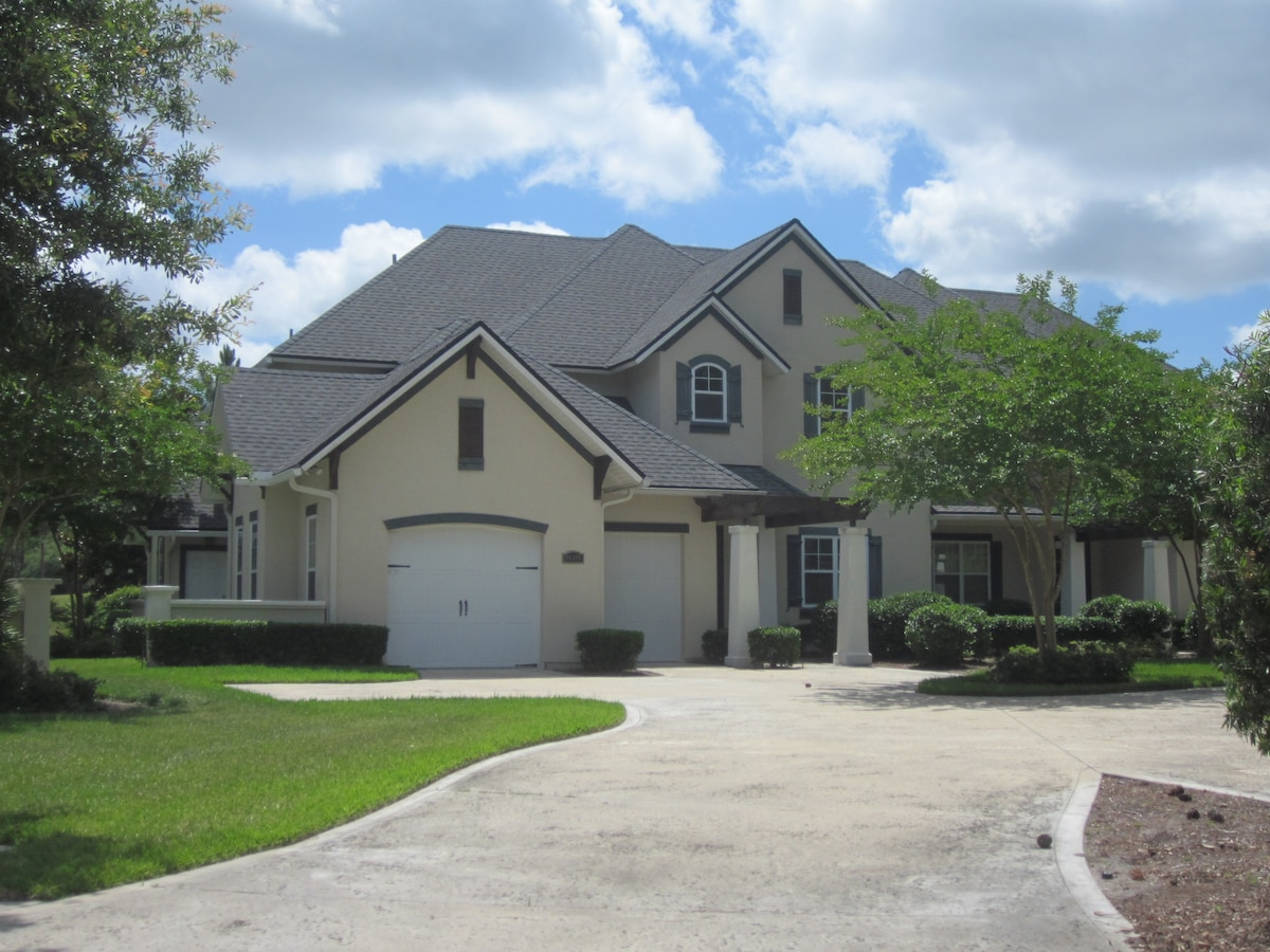 Luxury Townhouse on Golf Course