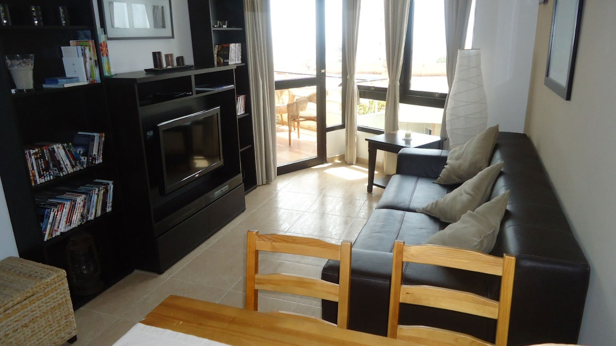 2 bedrooms, terrace with sea view