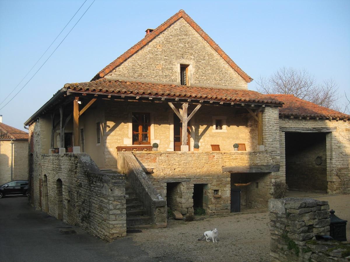 Belle maison ancienne , sud Bourgog