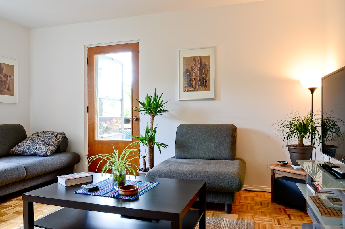 Cozy room in the heart of Montreal