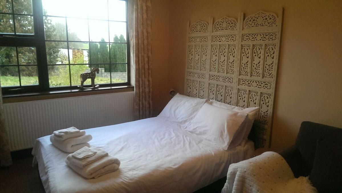 Cosy private room near Shannon ✈✈✈