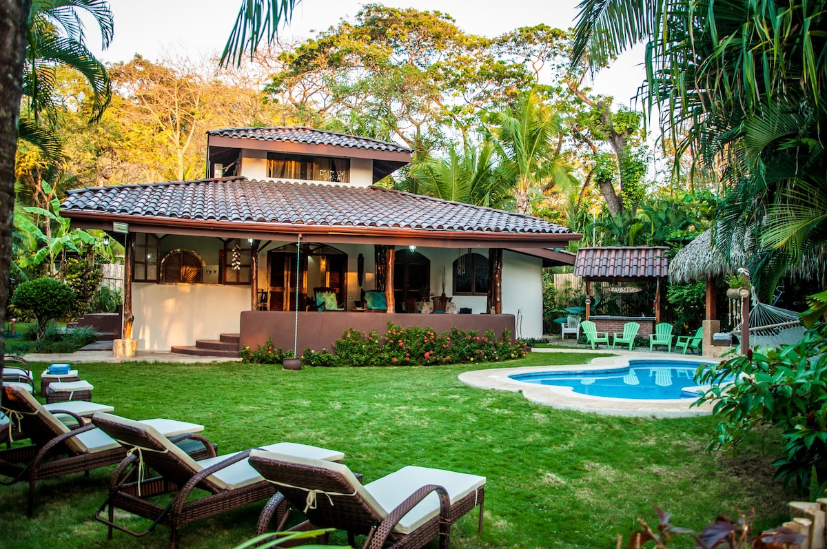 Villa Bonita, 4 bedroom villa with private pool and ocean view. Less than one minute walk from the beach.