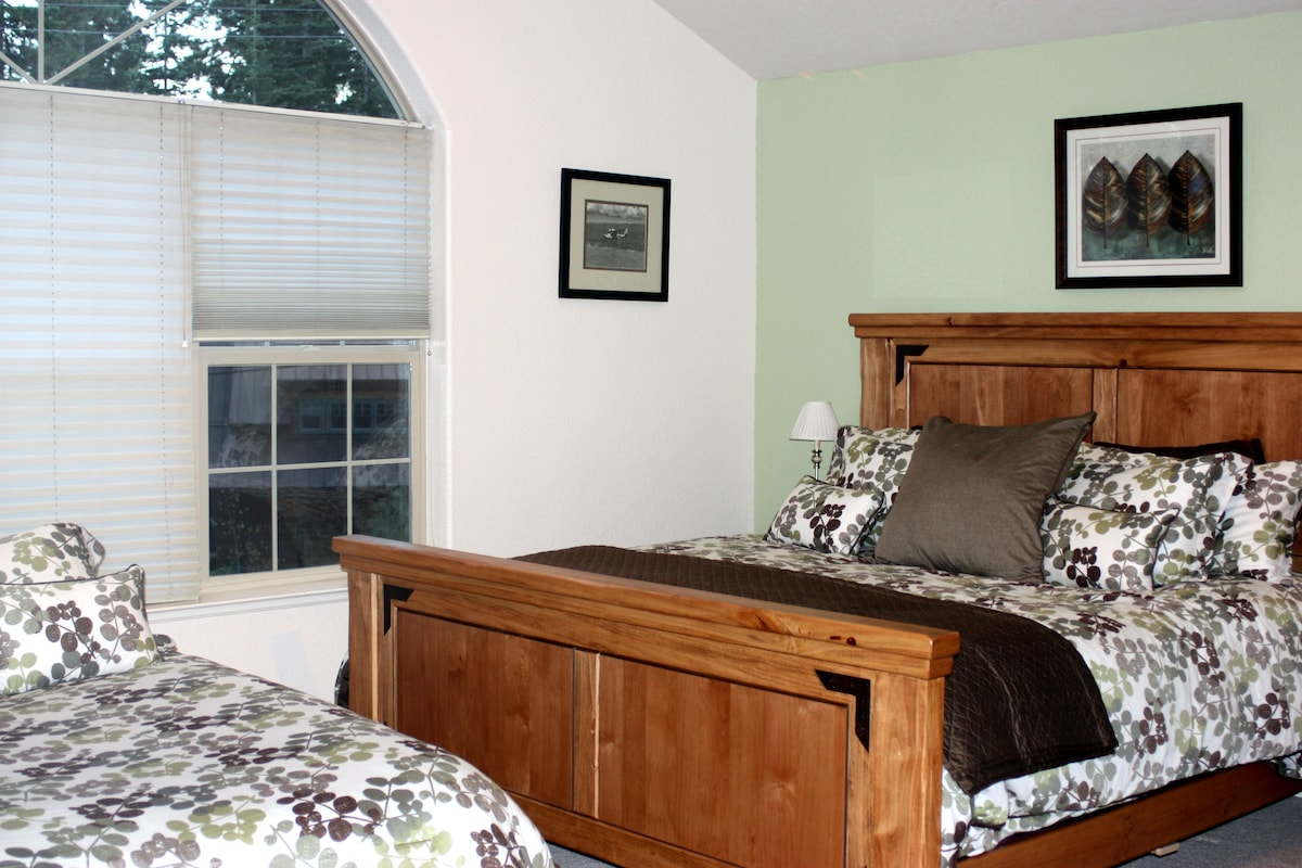 Mater Bedroom,Cal King Plush,and a Queen Bed with Attached Full Bath,TV