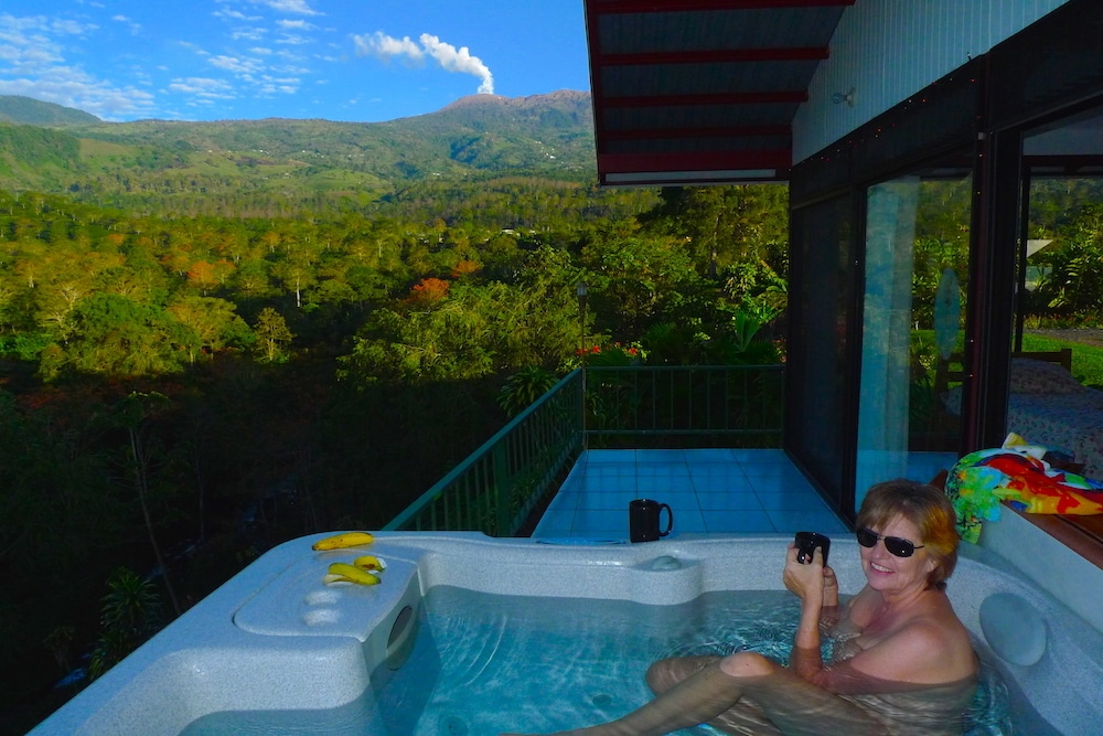 Privacy, paradise, panoramic views.