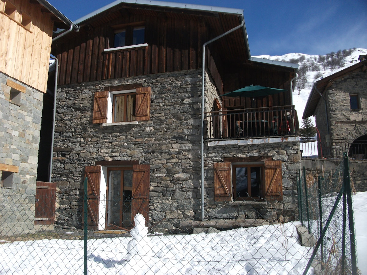 Chalet direct access to ski slopes