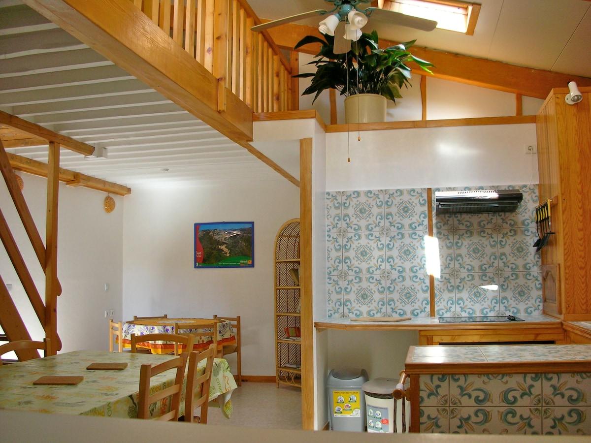 2 chambres + 1 salon avec canapé