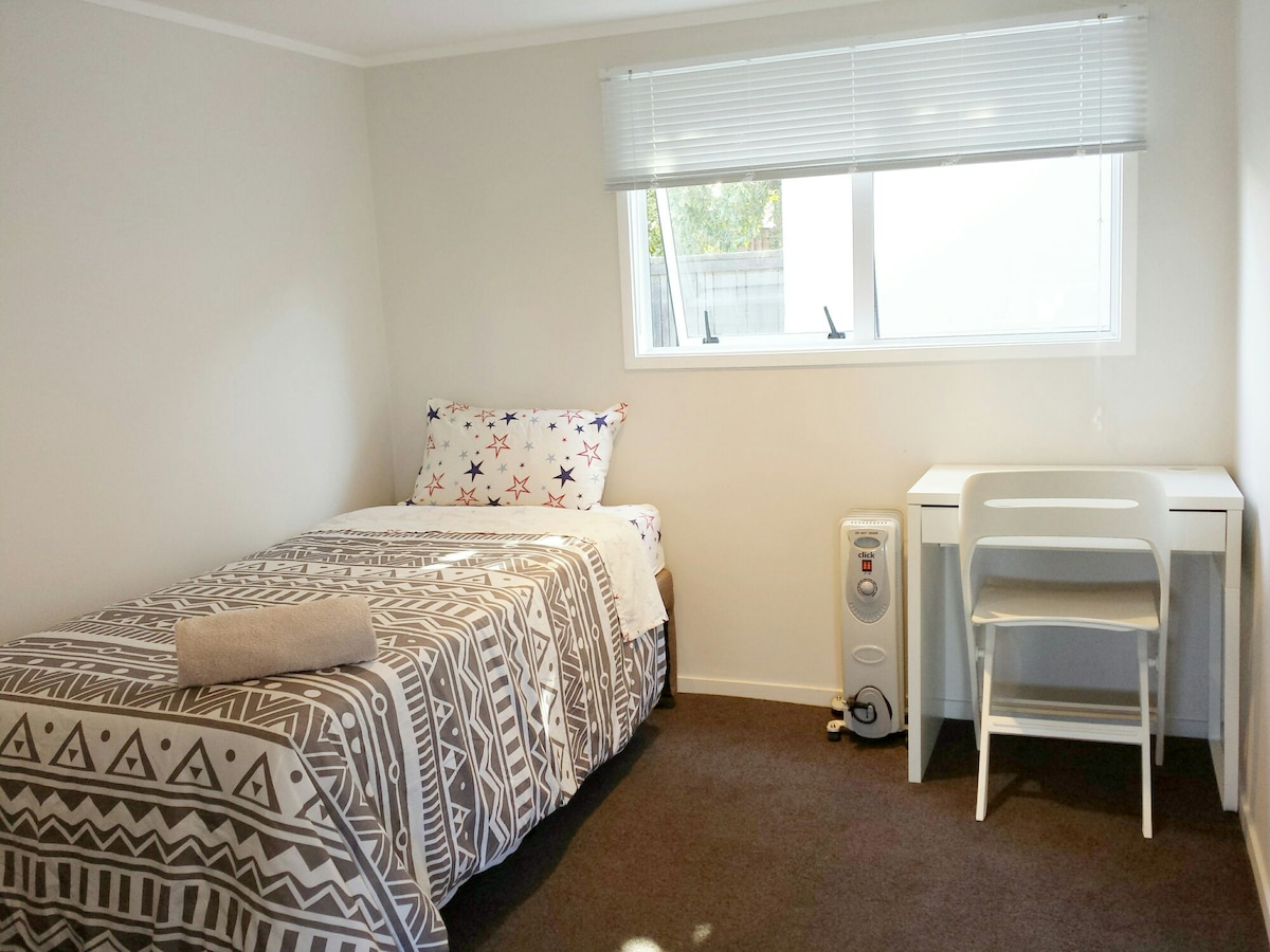 White single room Auckland Airport.
