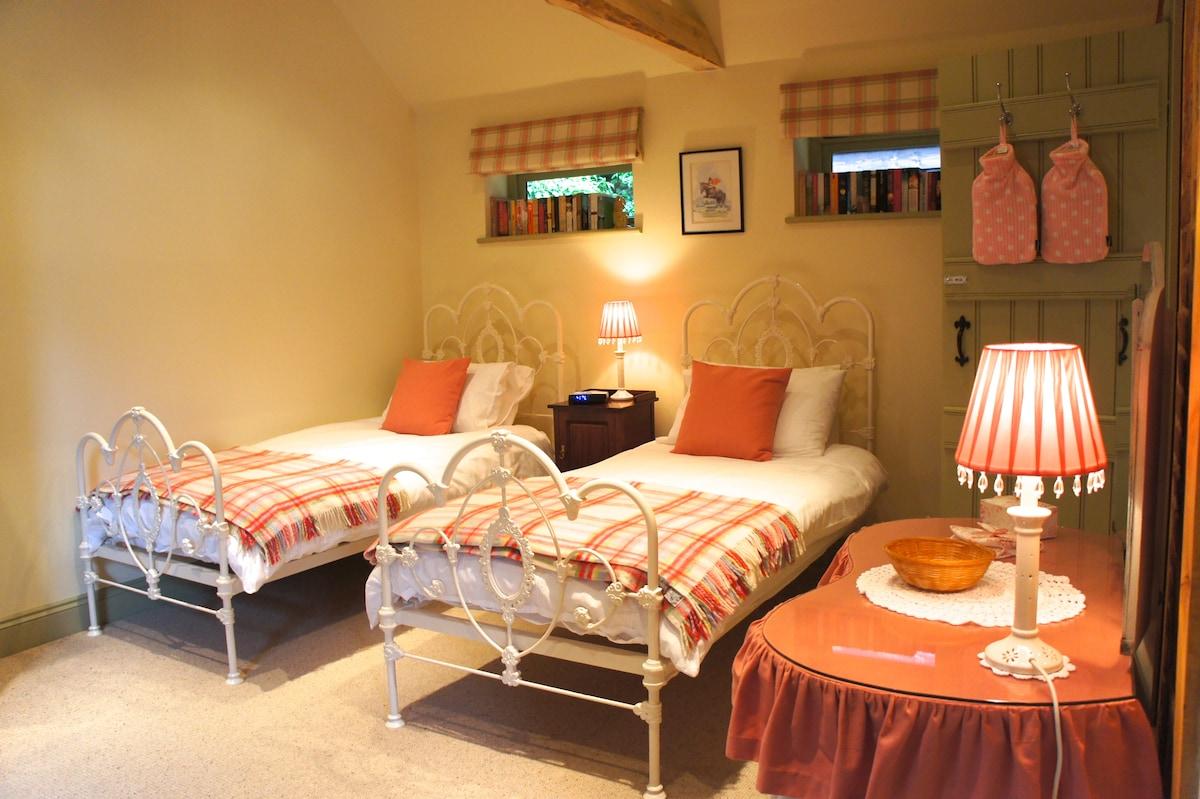 Bedfordshire -Twin Room - Ensuite