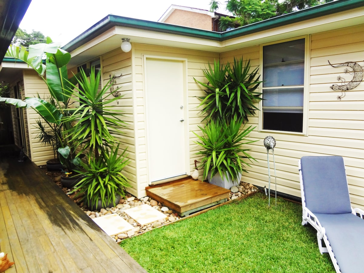 Relaxed Garden Cottage near Manly