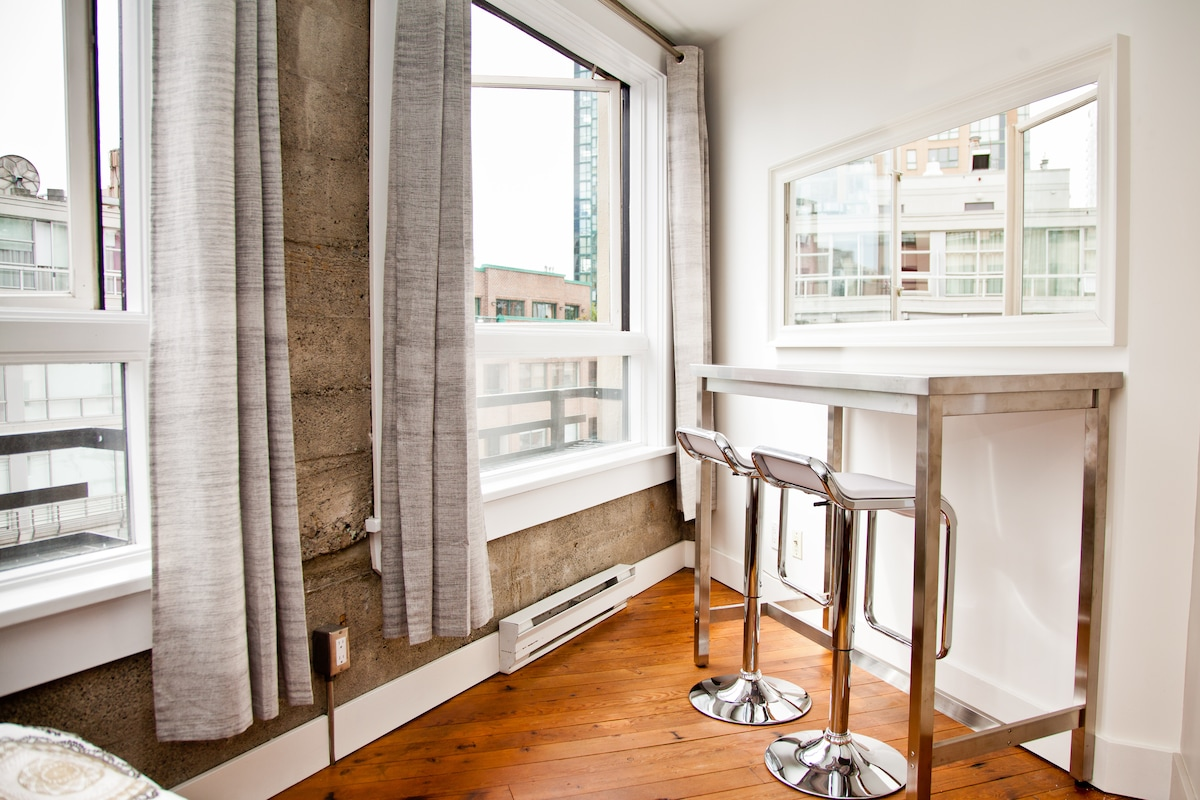 Stylish Yaletown Heritage Loft
