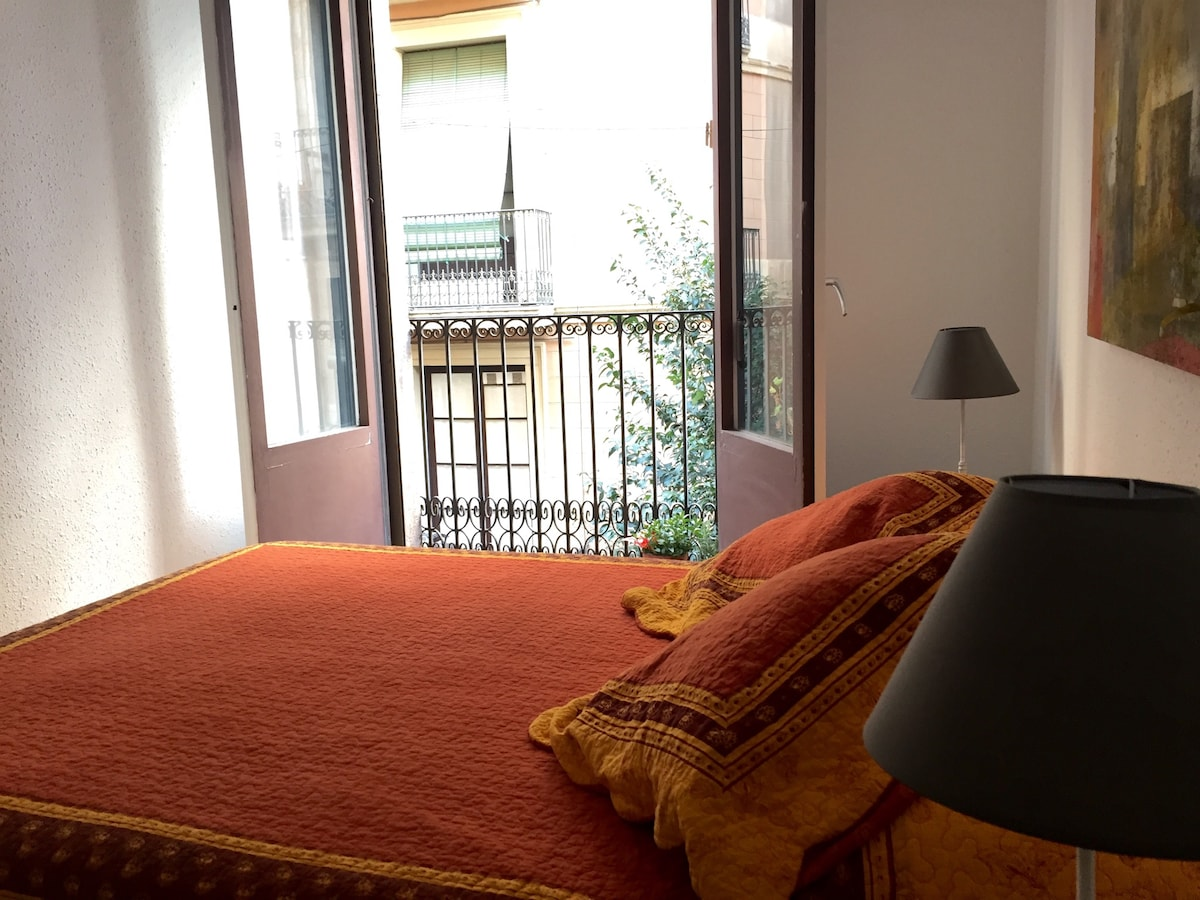Bright double room downtown