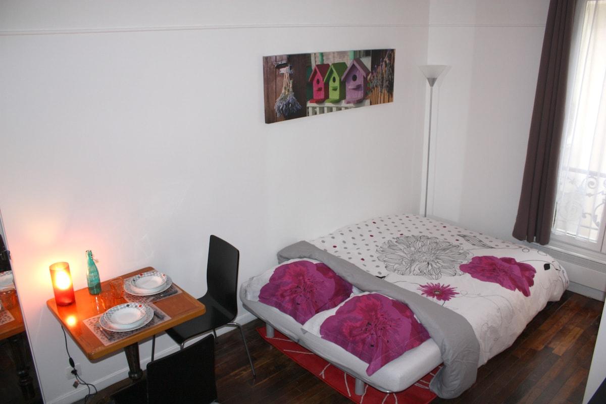 Paris - A cute studio apartment !