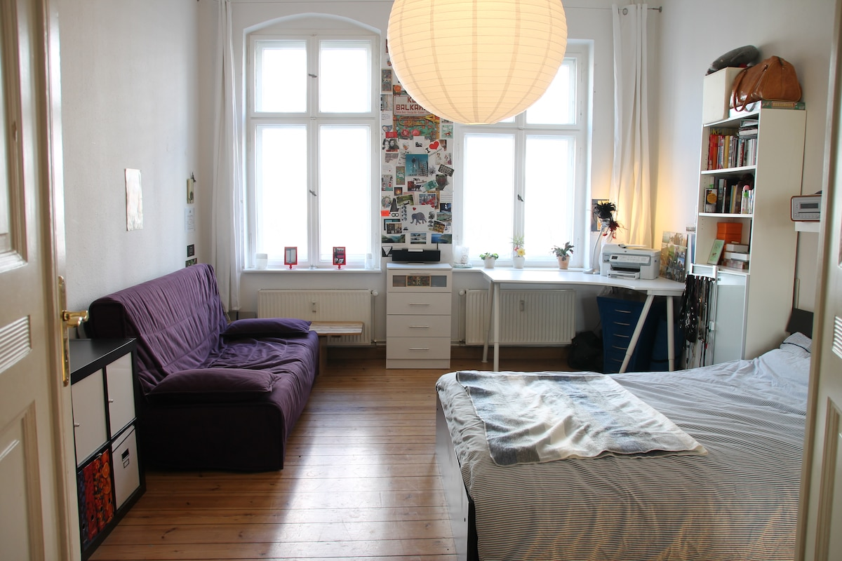 Charming room, ideally situated :)