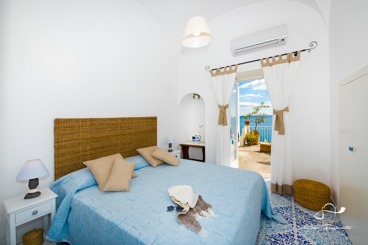 Bright room with sea view