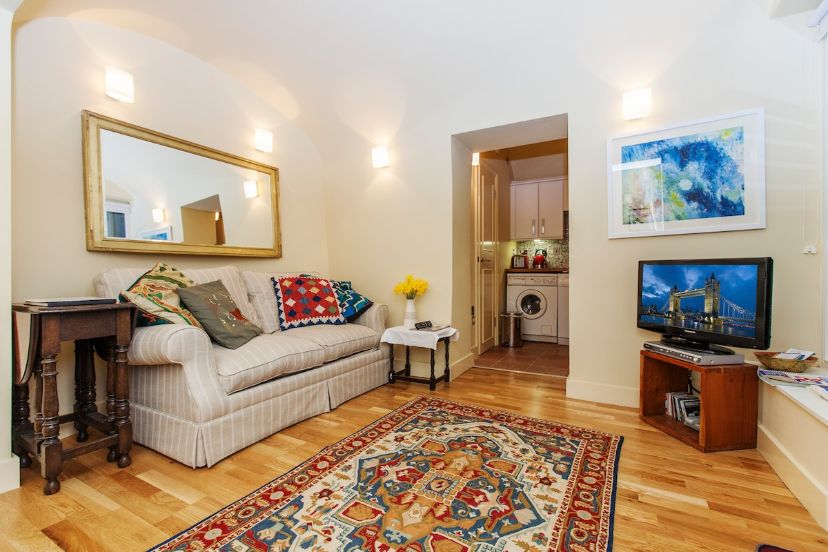 Patio Studio in heart of Bayswater