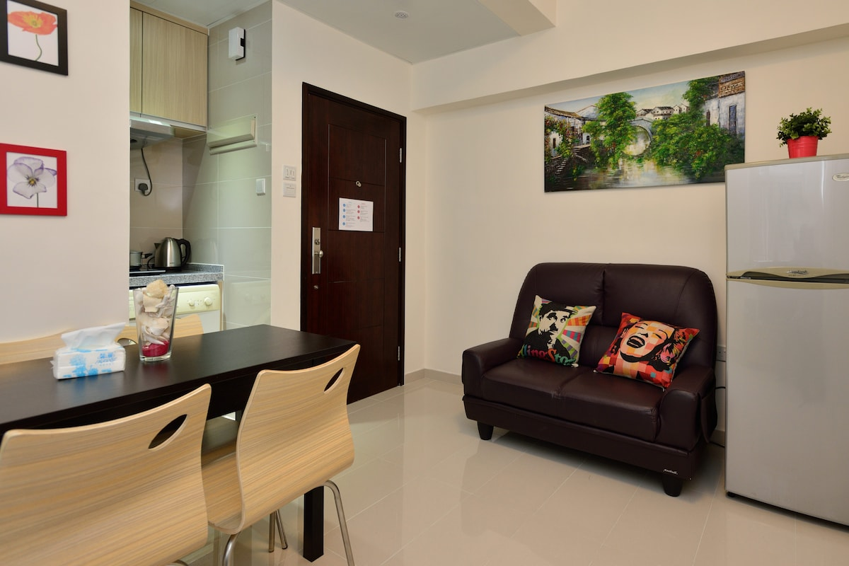 New 2-BR Flat 1min@MTR for 6 (CITY)