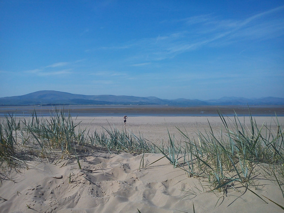 Gateway to the Lakes,Grange o Sands
