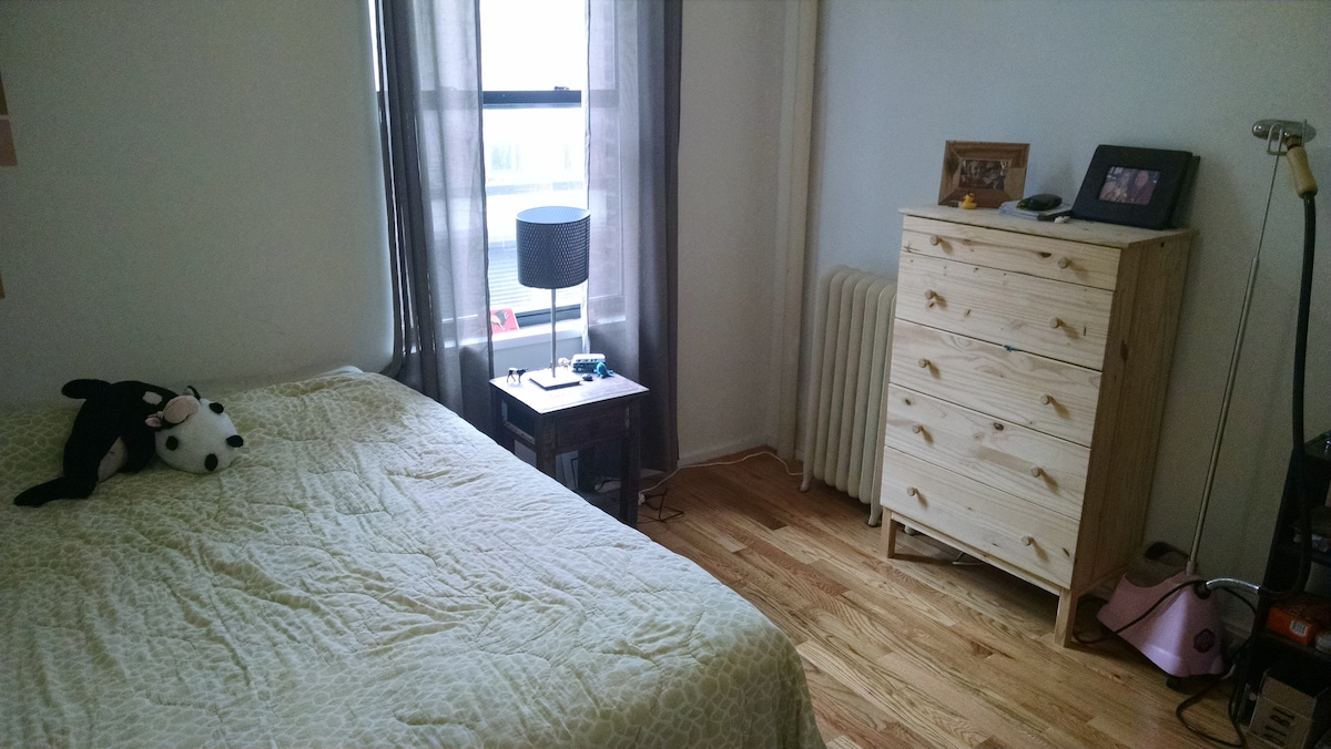 Queen Bed, Spacious Room with View