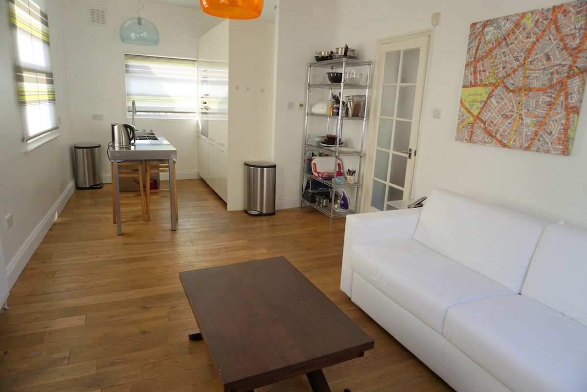 2 Bedrooms, 3 King beds, near Tube!