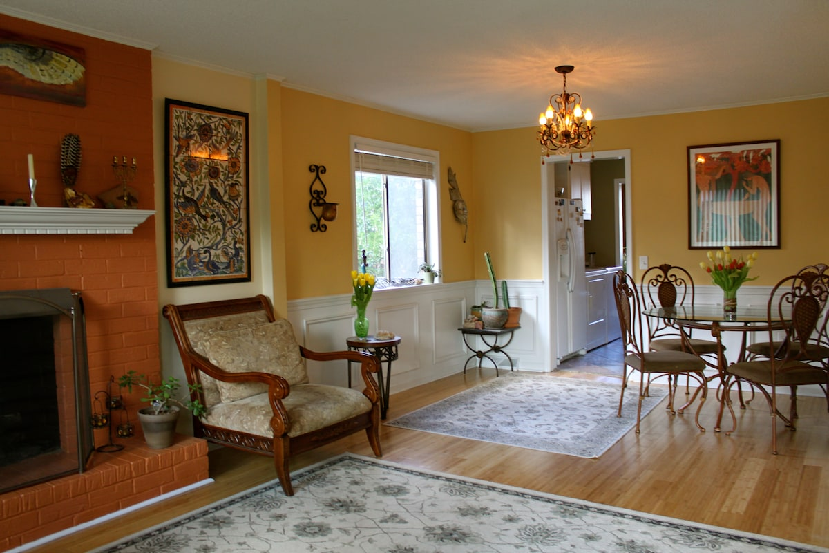 2Bd in Old Village 1 mile to Beach!