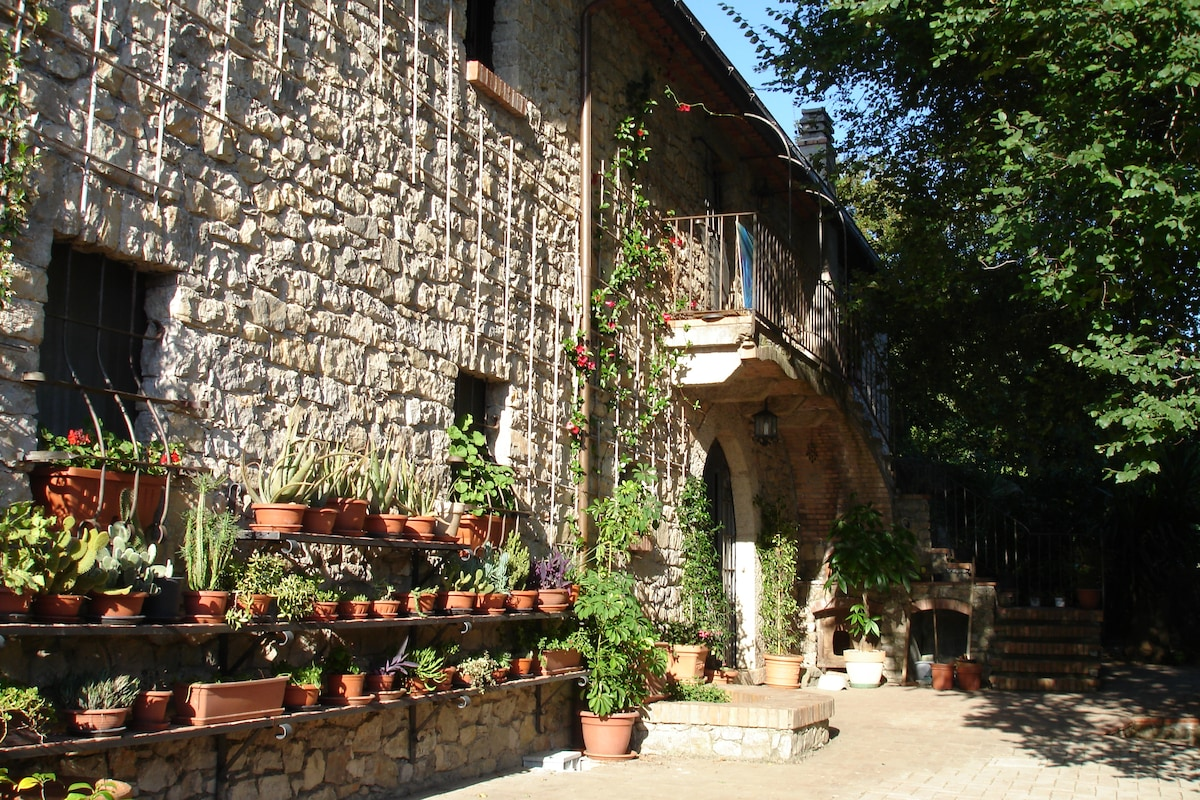 La Ripa, country house in the hills