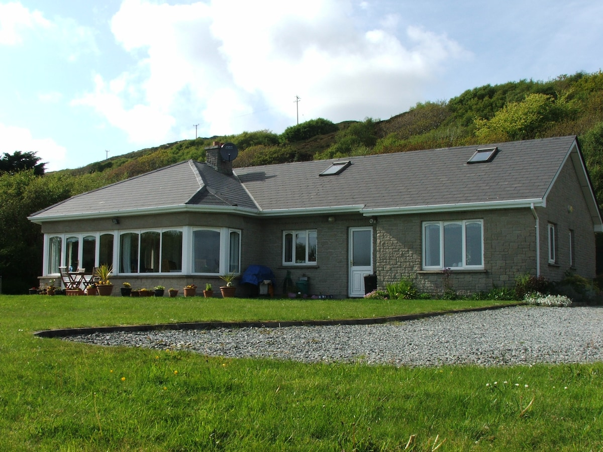 Charming cottage sleeps 5/9 by sea