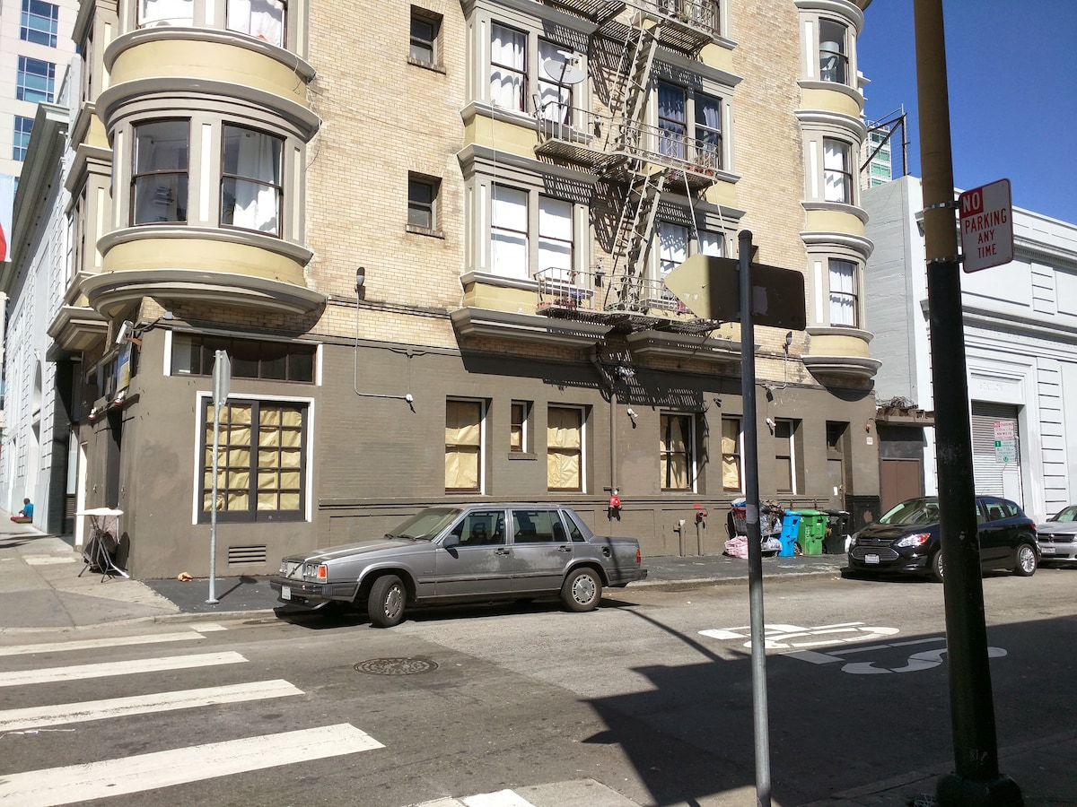 Cozy one bedroom in downtown SF