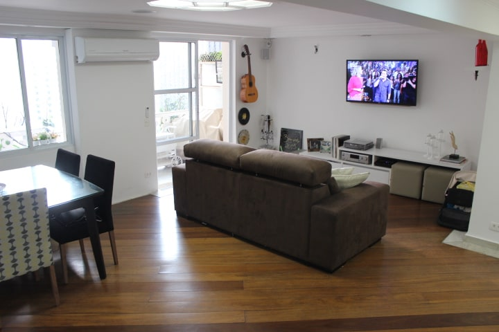 Spacious living room with cable TV, surround and split air conditioner.