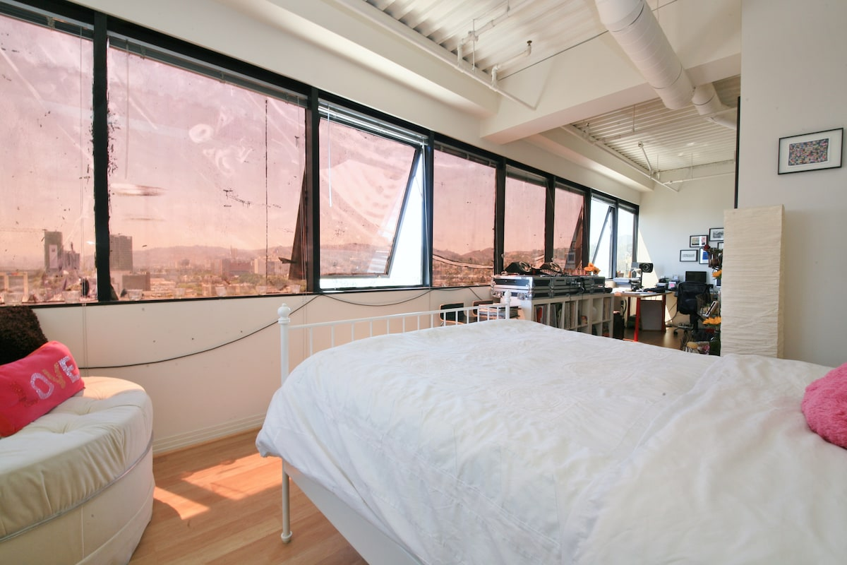Bed with views over Hollywood.