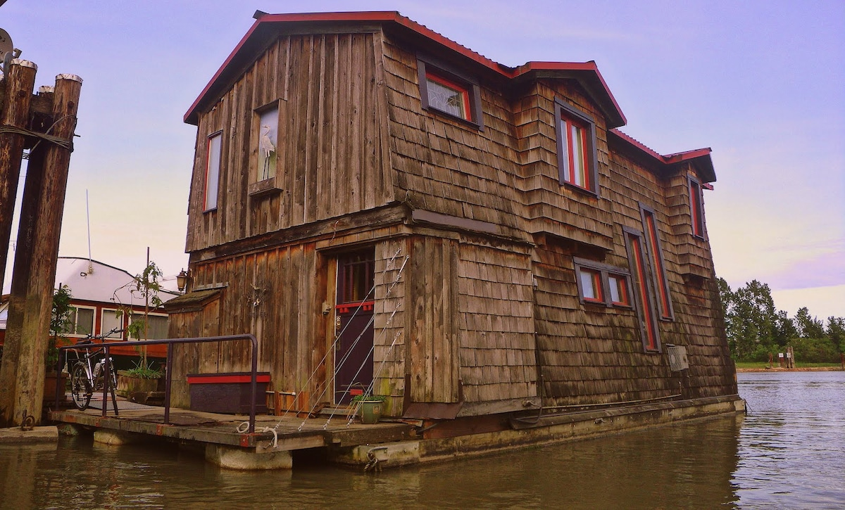 Vancouver's Floating Cottage