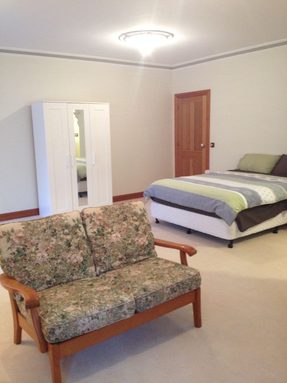 Huge room in the heart of Essendon