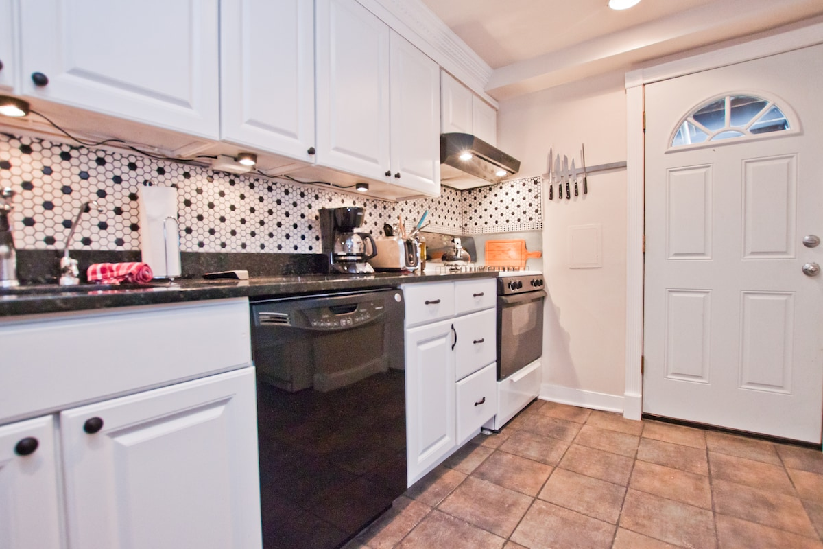 Fully Updated Gourmet Kitchen