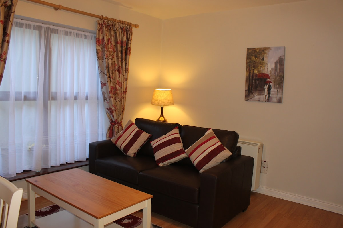 Town Centre Delightful 2 Bed Apt