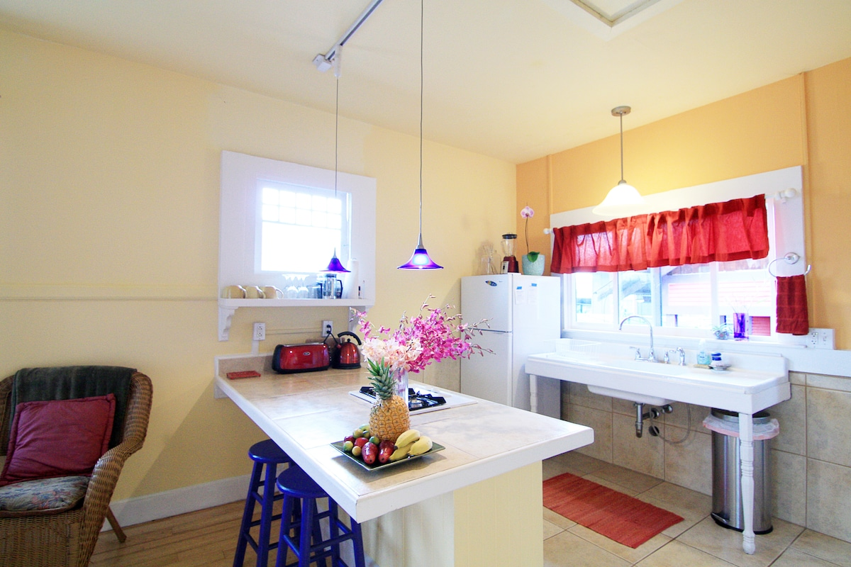 Breezy and bright this is a small cottage with plenty of features to make a comfortable stay for up to 6 guests.