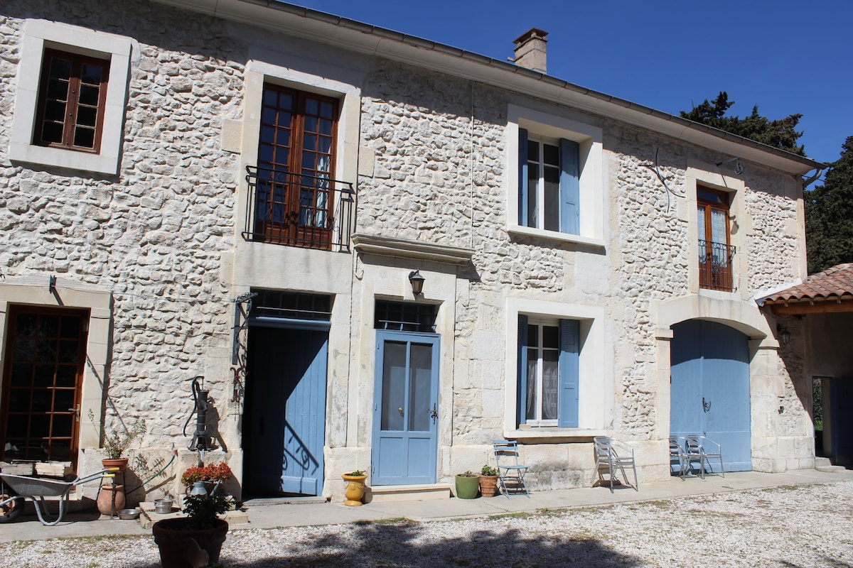 Charming apartment near Avignon