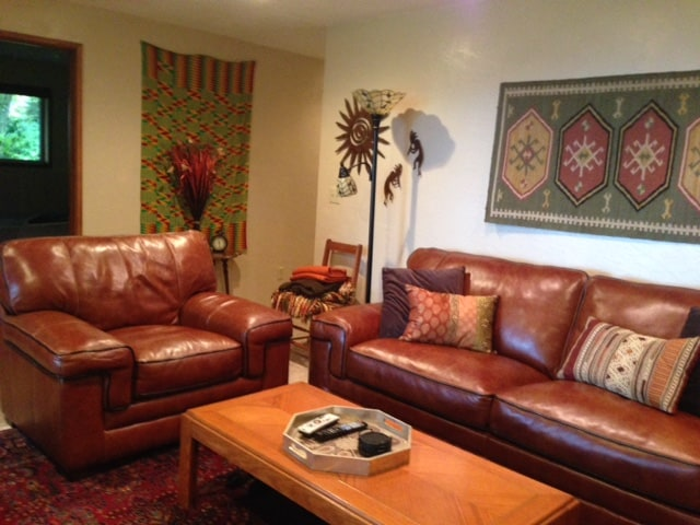 Enjoy the BnB suite TV/lounge with beautiful indigenous art and comfortable furnishings.