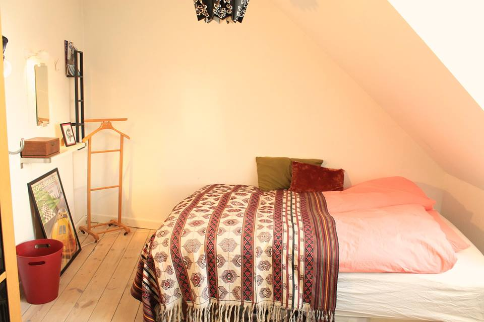 2 lyse værelser i det gamle Dragør