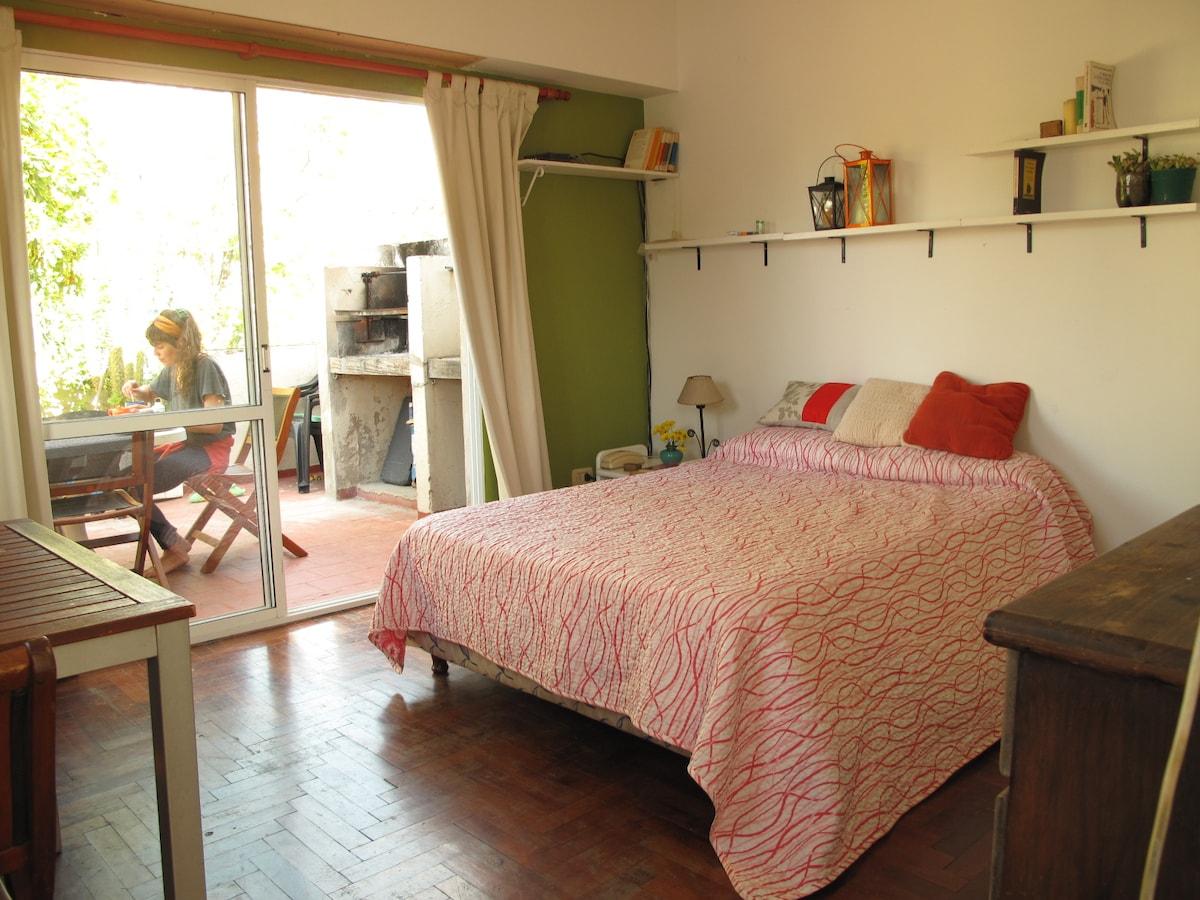 Cheerful room in good neighborhood