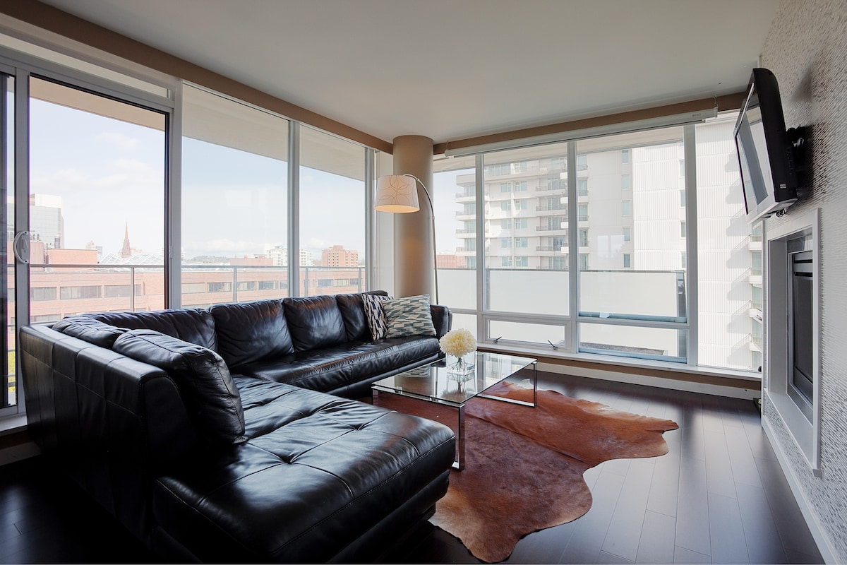 Living room with wrap around deck overlooking downtown Victoria.