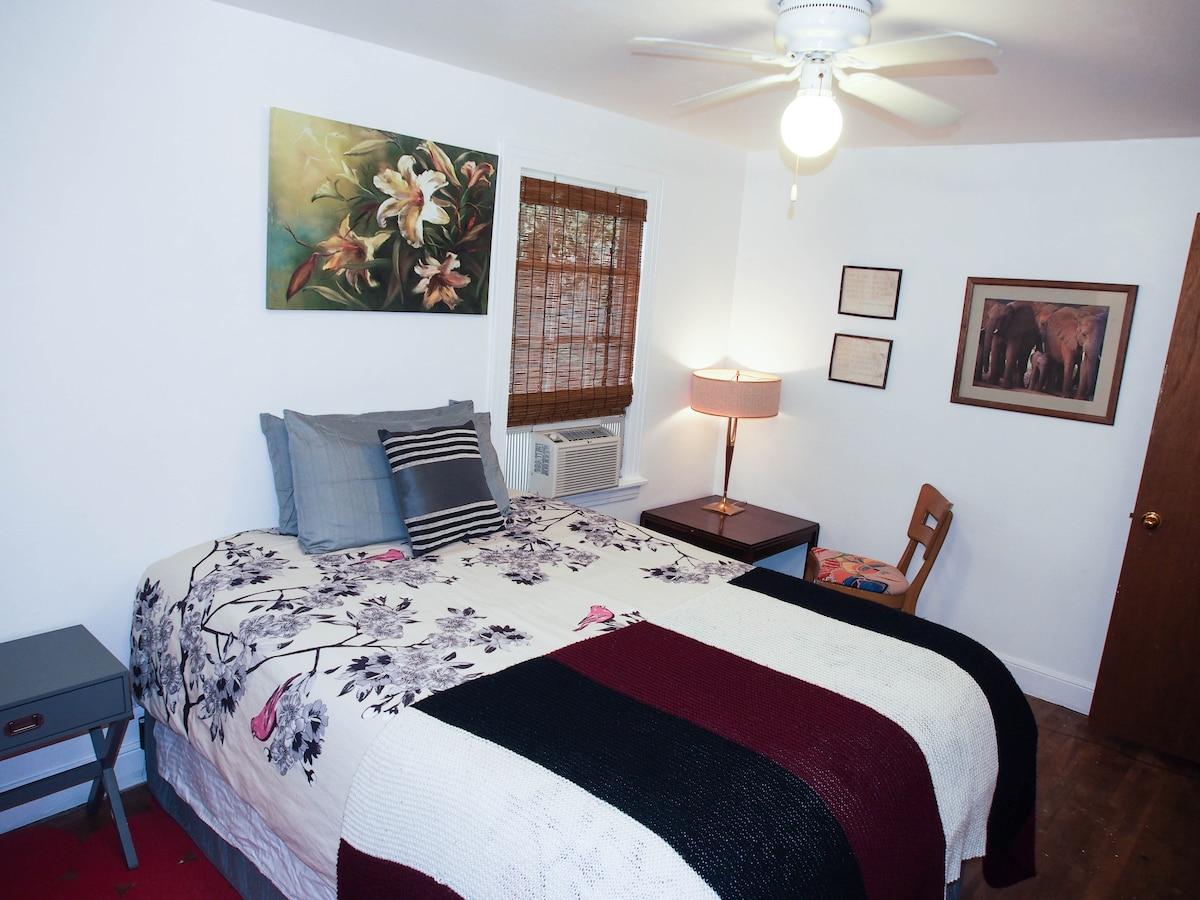 Retro Central Austin Suite
