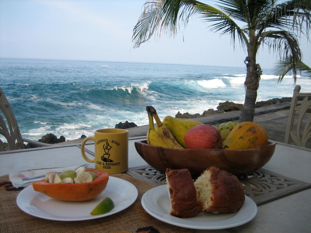 Have breakfast on this lovely lanai!
