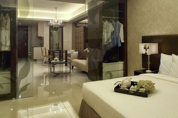 Spacious Designer Suite Damas