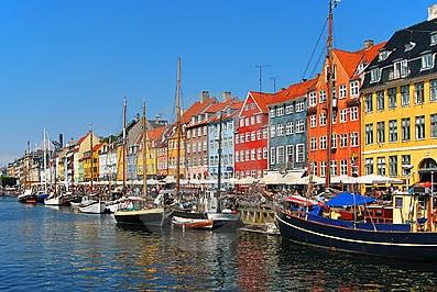 Sleep in Nyhavn, balcony by water