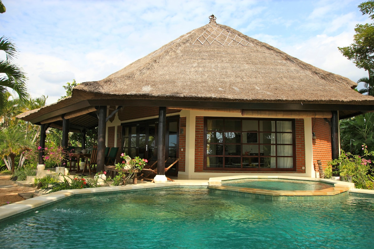 Luxury beachfront villa with staff!