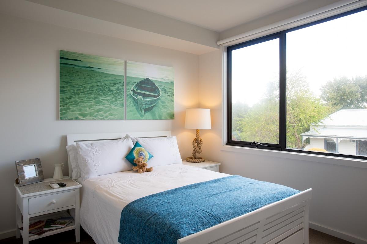 Great location, modern room