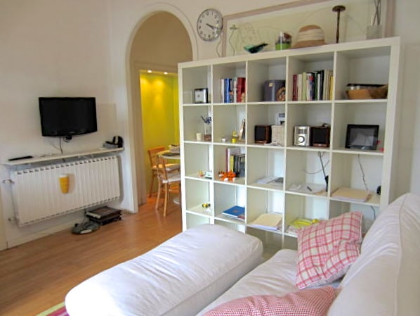 BEAUTIFUL AND YOUNG APT IN MILAN